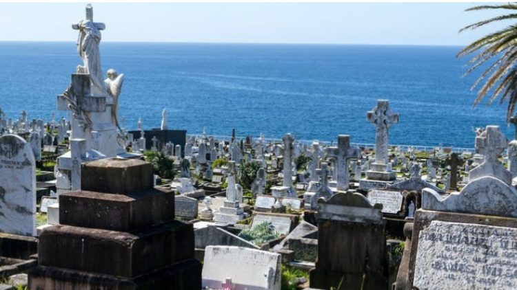 Migrant communities keep our cemeteries alive as more Anglo-Australians turn to cremation